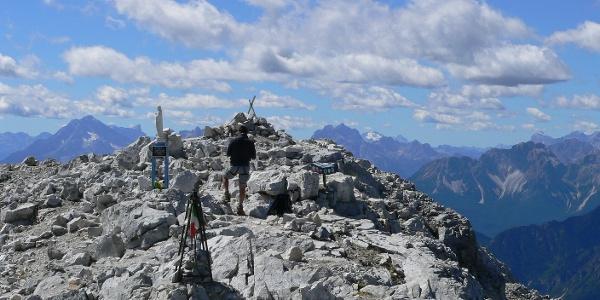 Spettacolare veduta verso le Dolomiti centrali (da sinistra a destra Antelao, Pelmo, Sorapìs, Marmolada)