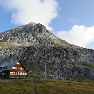 Göppinger Hütte und Hochlichtspitze