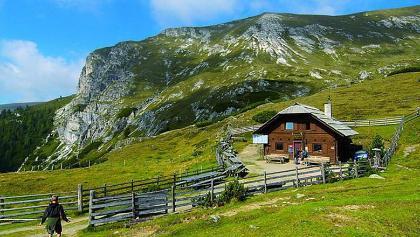 Erlacher-Bockhütte, Südostansicht - im Hintergrund der Predigerstuhl