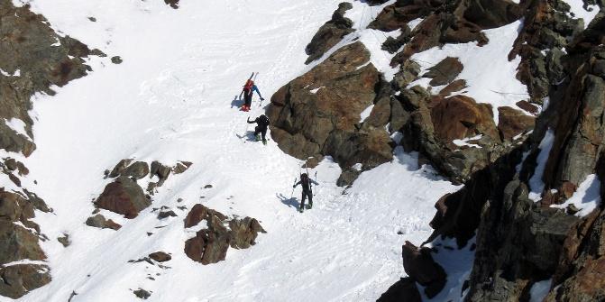 http://img.oastatic.com/img/671/335/fit/3290548/das-mitterkarjoch-wird-nach-oben-hin-recht-steil-hier-sind-oftmals-steigeisen-noetig-die-seilversicherung-ist-meist-unter-dem-schnee.jpg