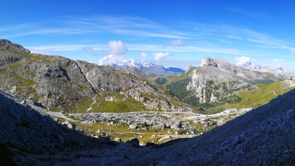 Blick zum Fort Tre Sassi zw. Falzaregopass und Valparolepass