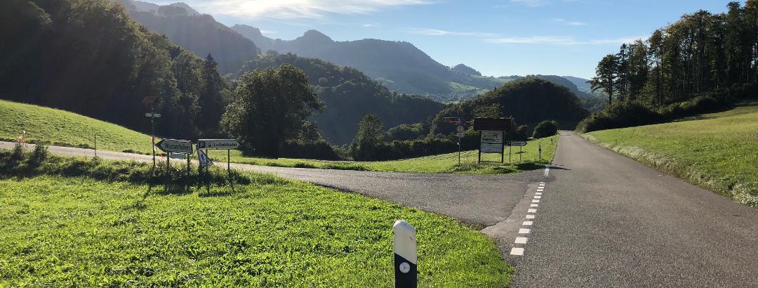 Hoch über Reigoldswil geht's runter ins Tal