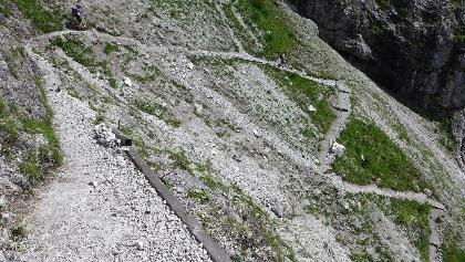 Steile Serpentinen im Aufstieg