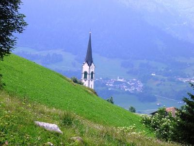 Ladir: ein Dorf am steilen Hang