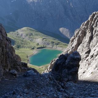 Blick von der Vord. Dremelscharte hinab zum türkisen Steinsee