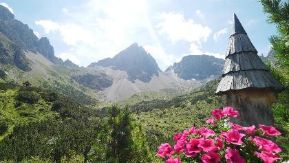 Blick von der Hanauer Hütte auf die formschöne Dremelspitze