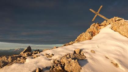 Kreuz wieder aufrichten