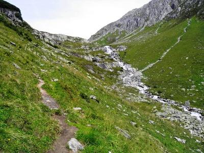 Aufstieg entlang Strem bei Planca Fadal