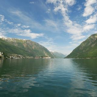 Odda liegt an einem Seitenarm des Hardangerfjords.