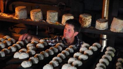 Knet- und Sauerkäse auf der Karseggalm