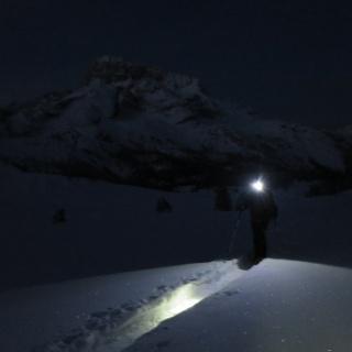 Im Dunkeln starten - im Hintergrund die Hohe Gaisl