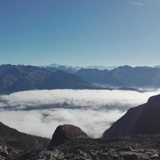 Nebelmeer über Großkirchheim beim Aufstieg