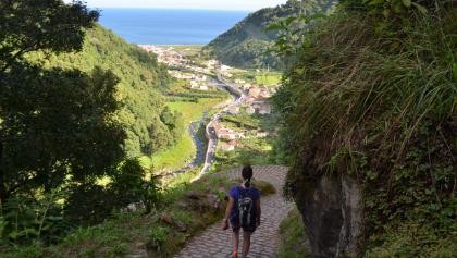 Blick von Sanguinho nach Faial da Terra (Sao Miguel, Azoren)
