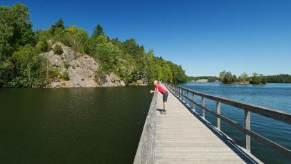 Auf der schwimmenden Brücke über den Stora Delsjön
