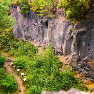 Kottenheimer Winfeld mit Tafeln des Vulkanparks