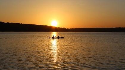 Sonnenuntergang auf einem See in Rhode Island