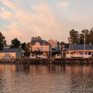 Ravintola, B&B ja Savusauna Sininen Hetki mereltä