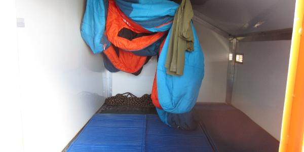Die Biwakschachtel bietet im Notfall Platz für 4 Leute