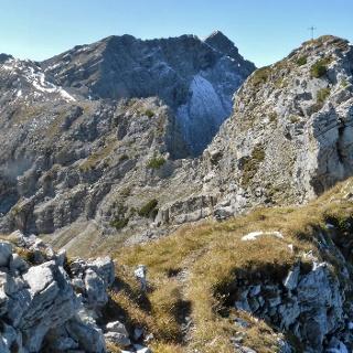 Vorderer Steinkarspitze (Gipfelkreuz) - dahinter Hintere Steinkarspitze und Knittelkarspitze