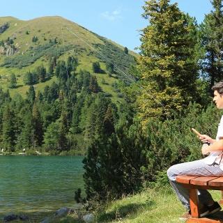 Am Großen Scheibelsee lässt sich gut rasten und man hat einen schönen Blick zum Hauseck.