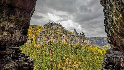 Aussicht aus der Klufthöhle im Hinteren Raubschloss