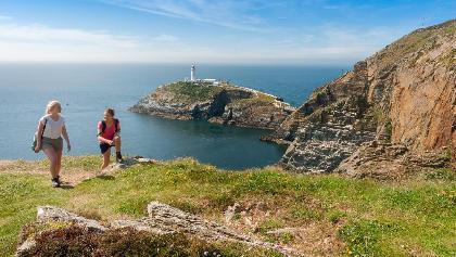 South Stack Lighthouse vor der Insel Anglesey