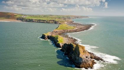 Die Gezeiteninsel Worms Head im Südwesten der Halbinsel Gower