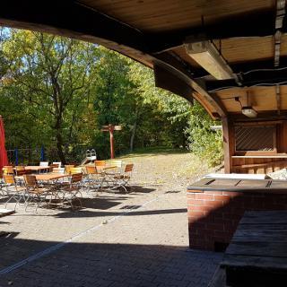 Naturfreundehaus mit Biergarten  und Grillplatz