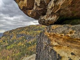 Foto Bizarre Sandsteinfelsen an der Idagrotte