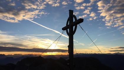 Sonnenaufgang Gipfelkreuz an der Hochiss