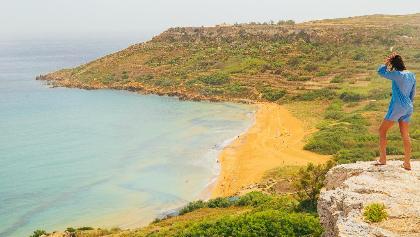 Aussicht auf die Ramla Bay auf Gozo