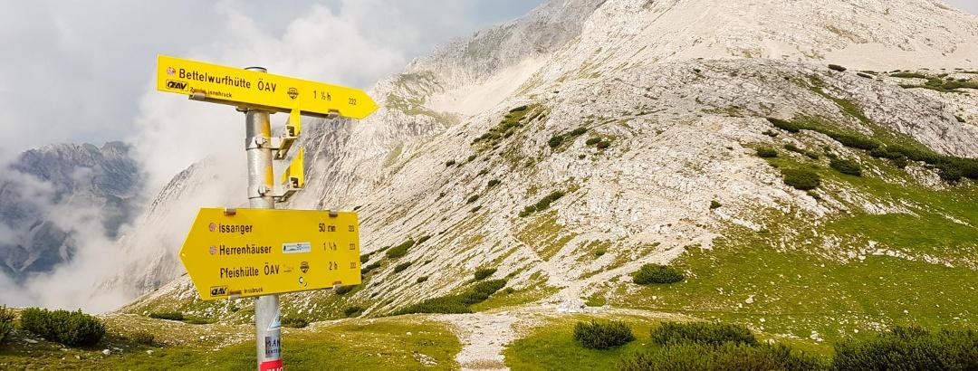 Wegweiser im Karwendel