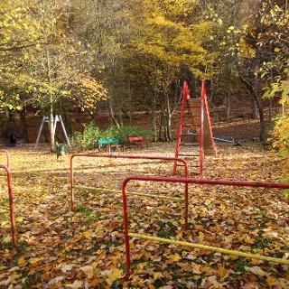 Spielplatz im Johannistal im Herbst