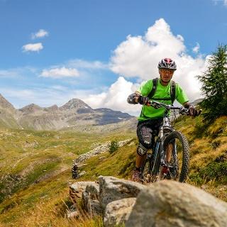 Biken in epischer Landschaft