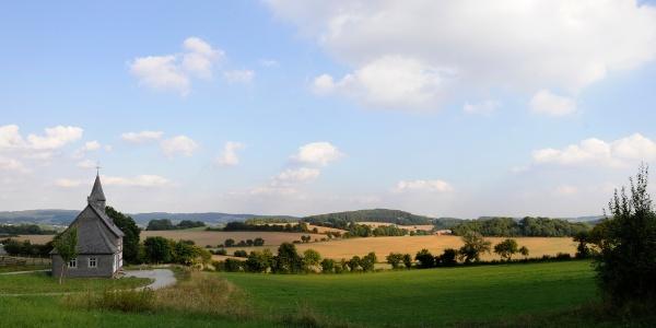 Die Aussicht auf das LWL-Freilichtmuseum Detmold und die umliegende Landschaft.