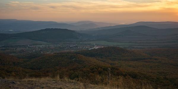Háttérben a Gerecse (Kopasz-hegy)