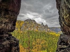 Foto Aussicht aus der großen Klufthöhle des Hinteren Raubschlosses