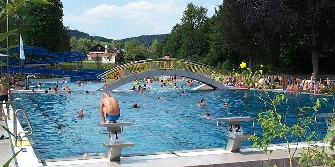 Schwimmbad höchst odw