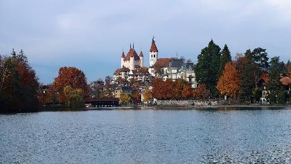 Schloss Thun und Stadtkirche.