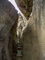 Foto Der Aufstieg durch die enge Kluft am Hinteren Raubschloss
