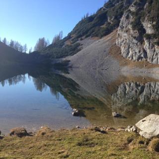Der Elmsee bietet sich als schöner Rastplatz an, nachdem man den Großteil der Höhenmeter des ersten Tages überwunden hat.