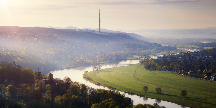 Elbe in Dresden mit Elbwiesen