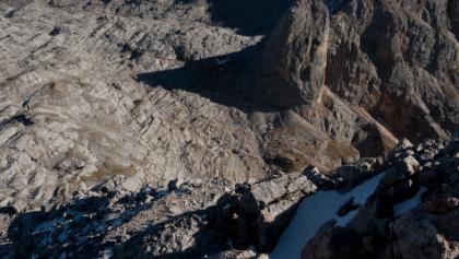 Nordseite zum Riemannhaus, einzelne Schneefelder, in den Felsen umgehbar