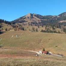 Ausblick auf das Sudelfeld. Im Winter sicher nicht befahrbar