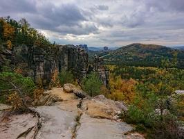 Foto Herbststimmung an der Aussichtsstelle der Oberen Affensteinpromenade