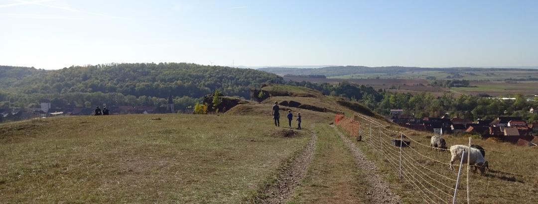 Vor uns liegt der Aussichtspunkt über Scharzfeld und die Umgebung