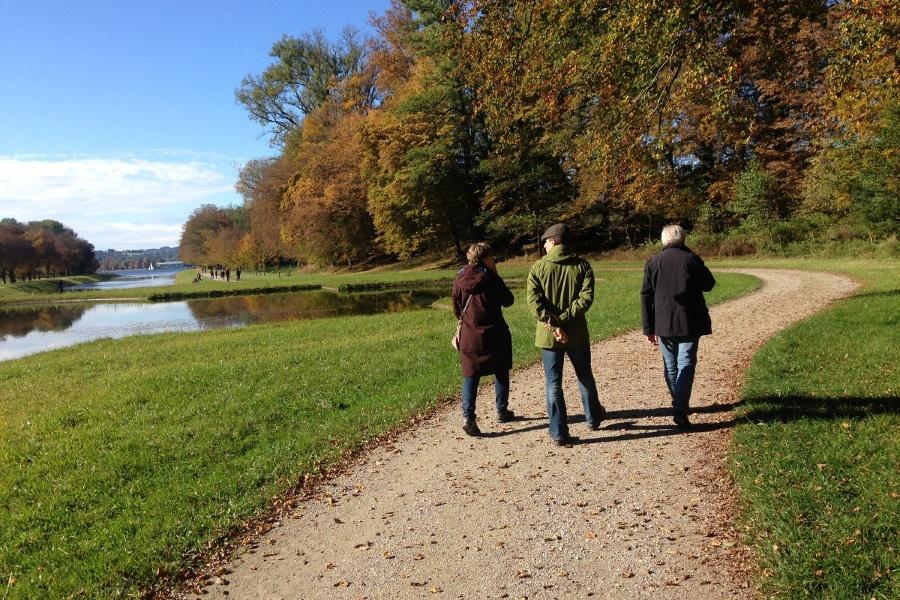 Wandern auf Herrenchiemsee - Kreuzkapelle, uralte Bäume und Schlossblick