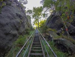 Foto Die endlos wirkenden Stufen der Heiligen Stiege