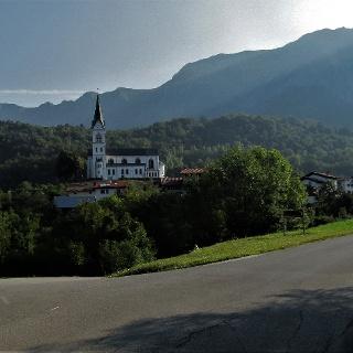 Davanti al villaggio Drežnica