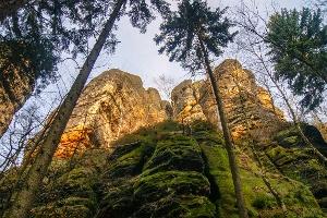 Foto Steil aufragende Felstürme kurz vor dem Schrammtor
